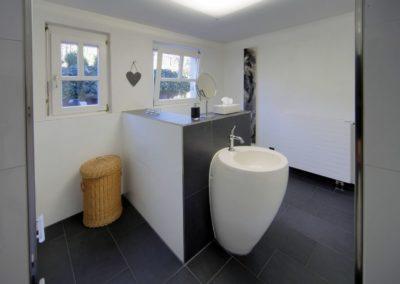 badsanierung teilsanierung - bad mit gegensaetzen3