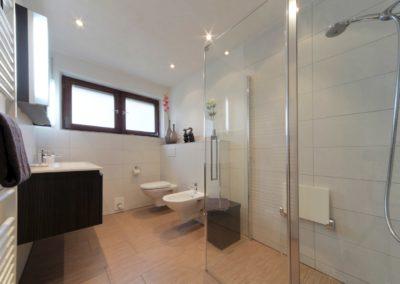 badsanierung teilsanierung - stilbad mit dusche bodenbuendig1