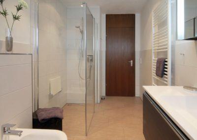 badsanierung teilsanierung - stilbad mit dusche bodenbuendig2